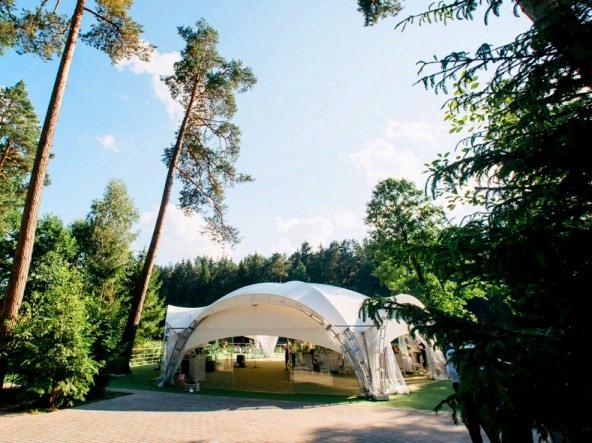 Летний шатер для свадеб Грин-Хилл в Могилеве.