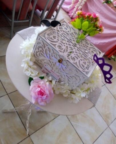 Оформление свадебное в розовом цвете казна столик для одаривания.